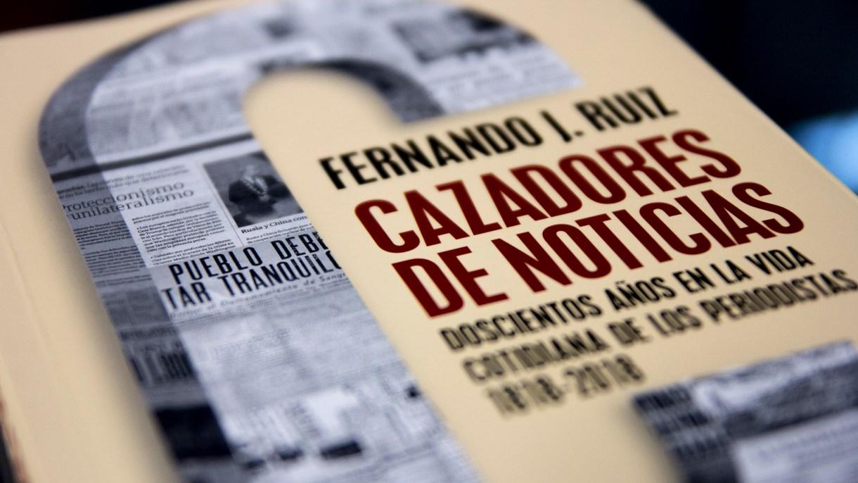 """La tapa de """"Cazadores de Noticias""""."""