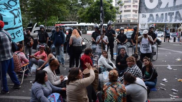 La protesta lleva más de diez horas