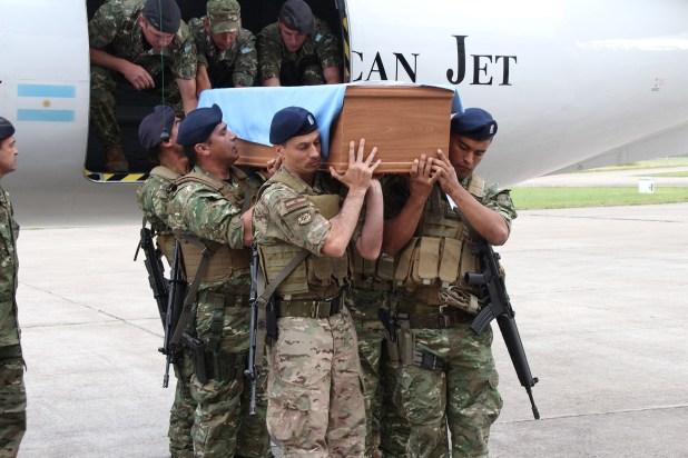 El jueves 6 de diciembre de 2018, el cuerpo del Capitán Castagnari fue trasladado de las Islas malvinas hasta Río Cuarto, Córdoba (Thomas Khazki)