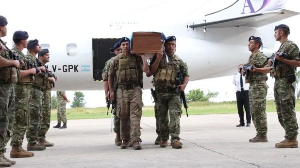 El cordón de honor de los hombres del Grupo de Operaciones Especiales