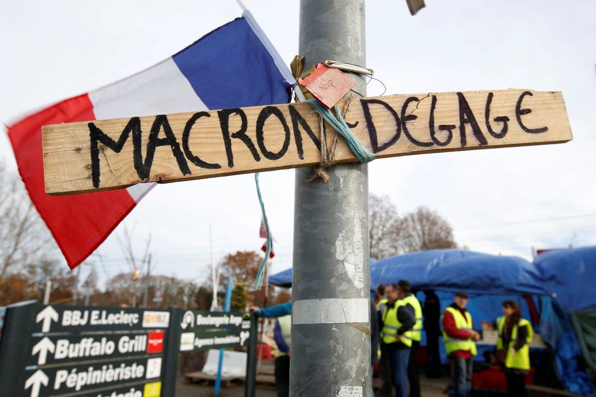"""""""Fuera Macron"""", una de las proclamas repetidas por los manifestantes (Reuters)"""