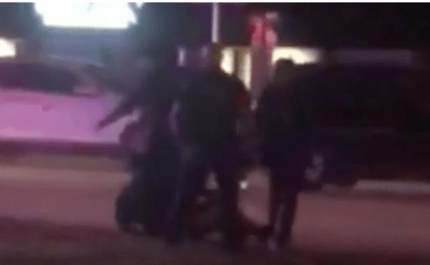 Instantánea sacada del video que condujo a la investigación por presunto abuso de fuerza policial