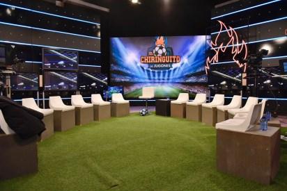 El panel del programa es ruidoso, sumado a los efectos especiales, hacen del Chiringuito una especie de romería con información de fútbol.