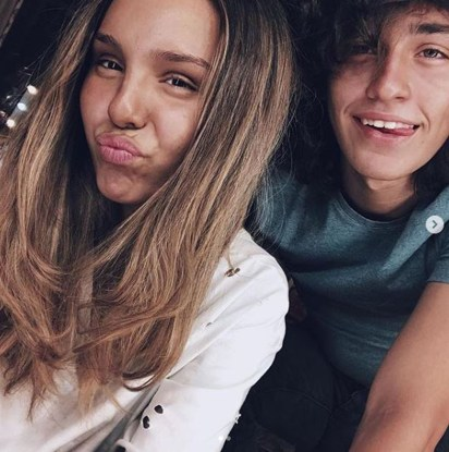 Los jóvenes están de novios hace más de un año
