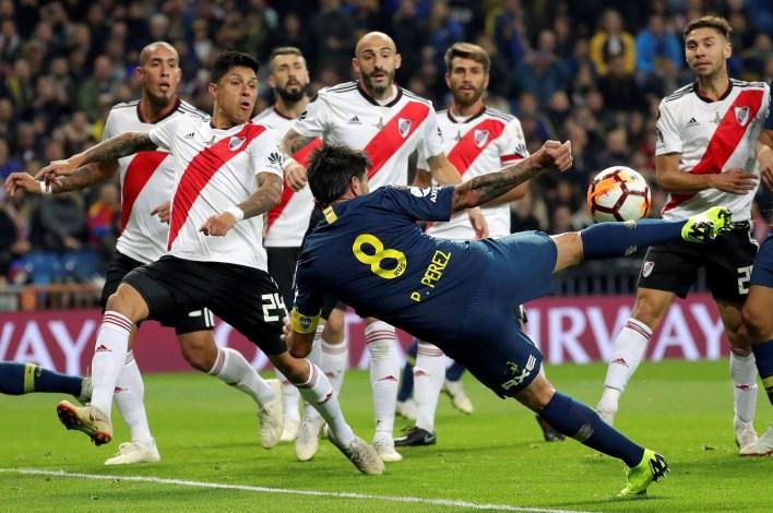 La primera chance llegó a los 10 minutos pero Armani le tapó la pelota a Pablo Pérez