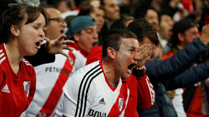 El grito de los fans en las gradas del Santiago Bernabéu
