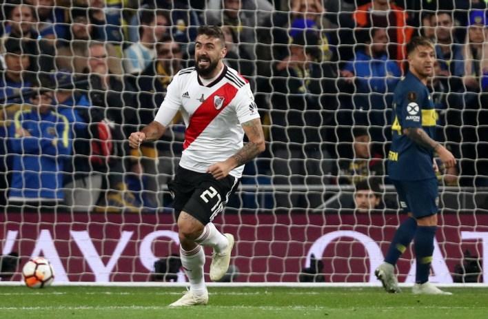 El delantero definió abajo del arco tras una gran jugada colectiva entre Palacios y Fernández