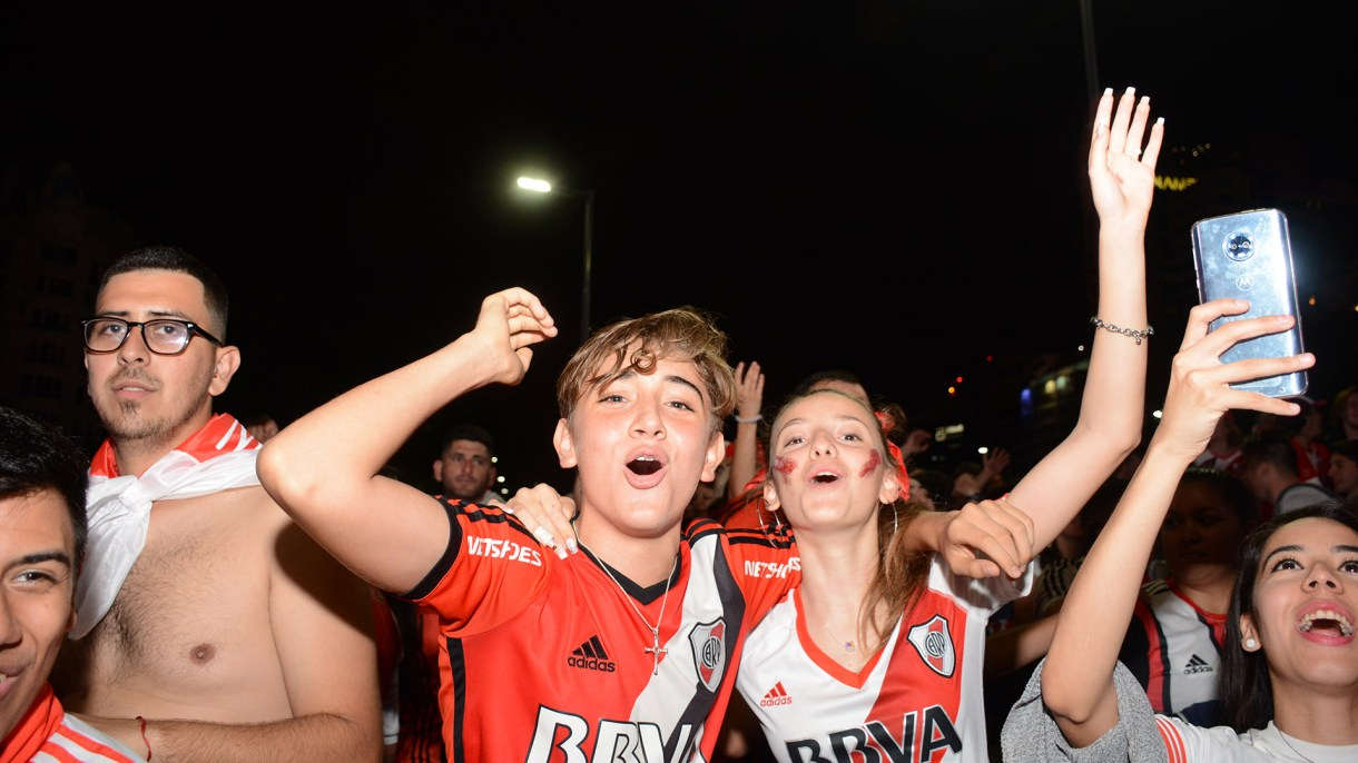 Los hinchas dejaron la garganta tras la obtención de la Copa