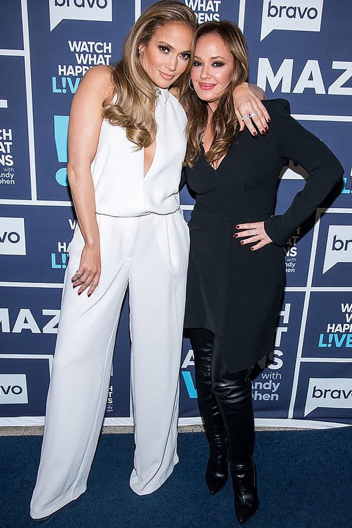 Jennifer López y Leah Remin promocionan la película Second Act (Charles Sykes/Bravo)