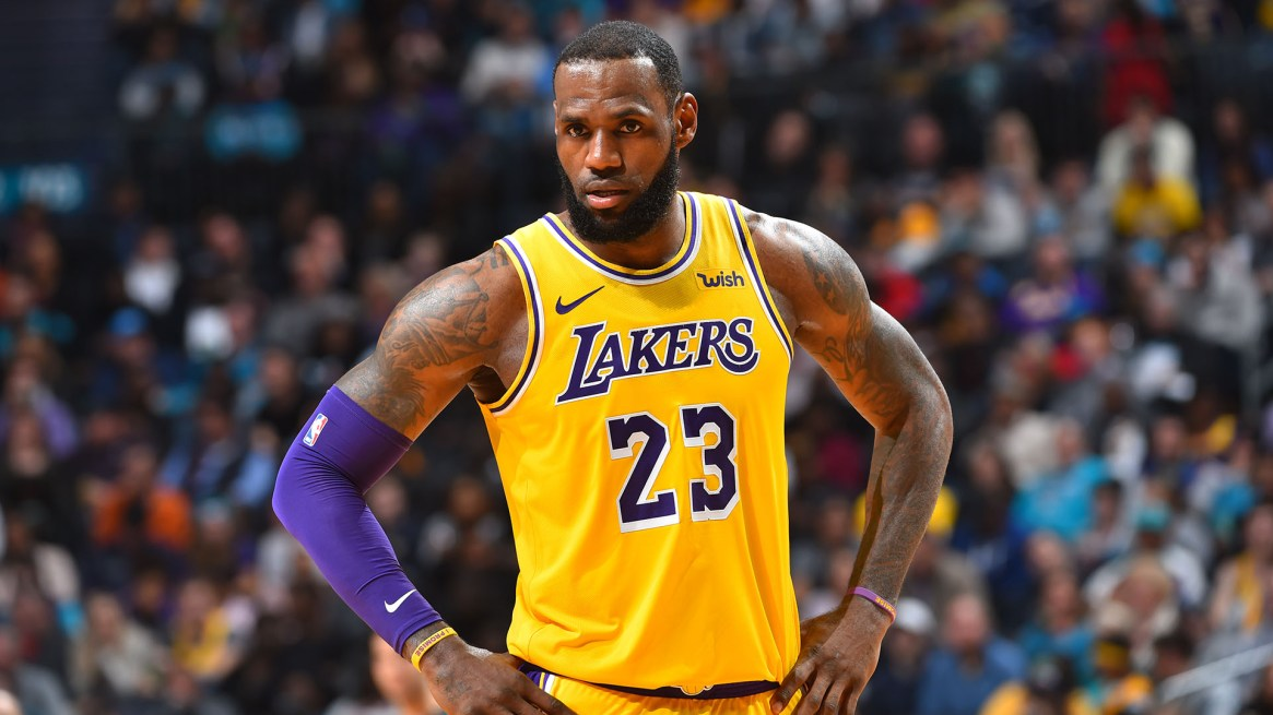 LeBron James, USD 88,7 millones (USD 35,7 millones de salario y USD 53 millones por sus patrocinadores)