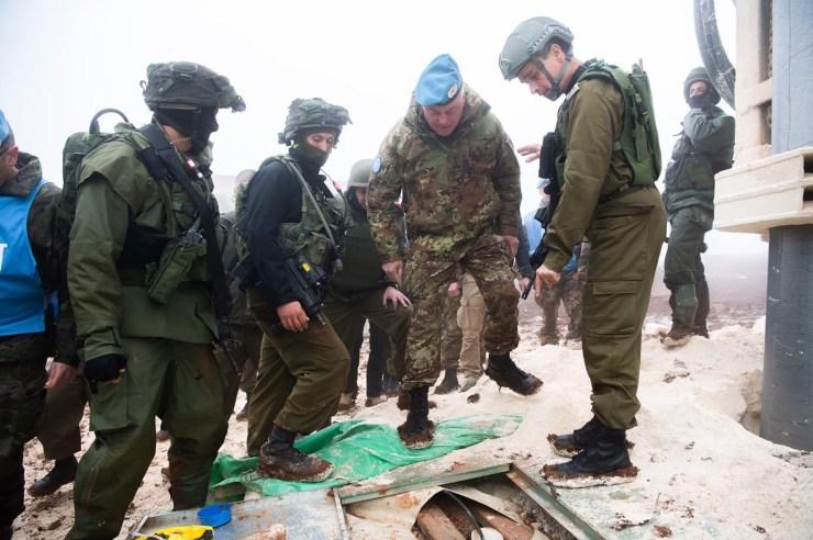 La misión de la Fuerza Interina de las Naciones Unidas en el Líbano confirmó que los túneles cruzan la Línea Azul en la frontera norte de Israel.