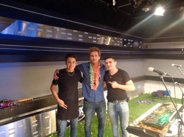 El Pollo Vignolo junto a los dos integrantes de 'El Show de Andy'.
