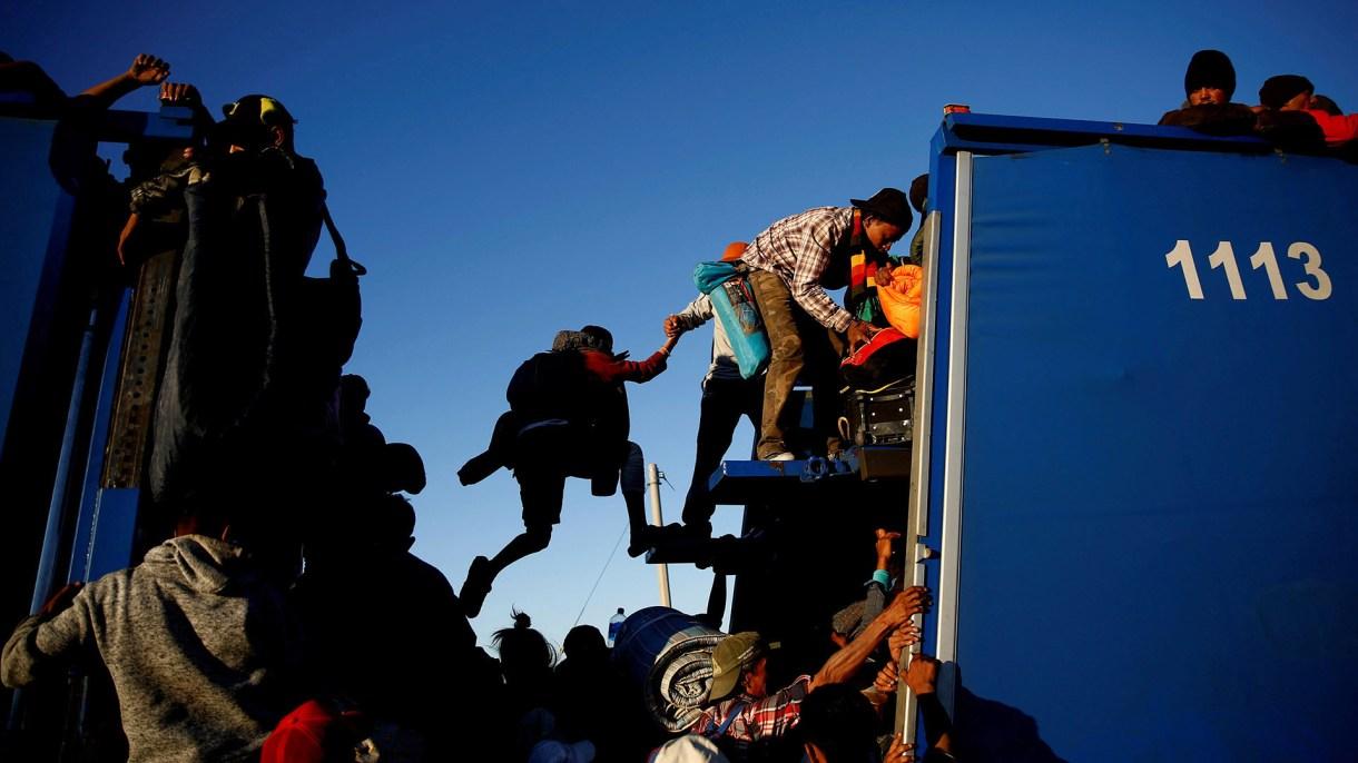 Los migrantes buscan por cualquier medio llegar a la frontera con EEUU. (Foto: REUTERS)