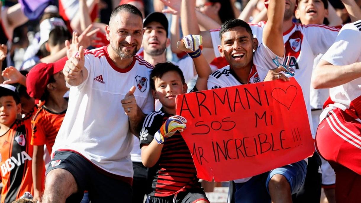 Aunque Franco Armani no estuvo, viajó a Colombia para pasar las fiestas junto a su familia, tuvo su merecida ovación y dedicatoria de sus fanáticos