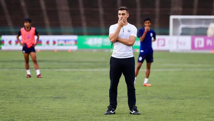 Otros entrenadores argentinos al frente de alguna de las 223 selecciones afiliadas a FIFA son Ricardo Gareca (Perú), Gerardo Martino (México) y Héctor Cúper (Uzbekistán)