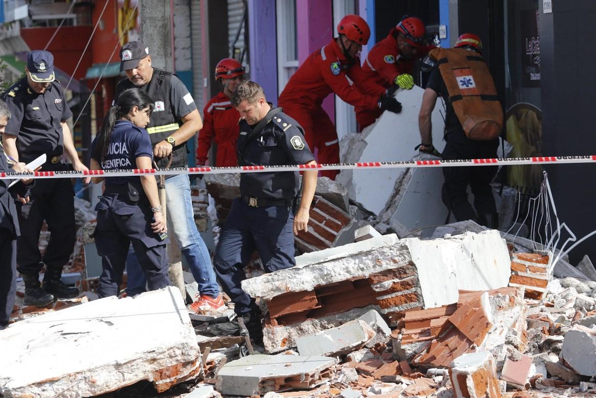 Una madre y su hija murieron aplastadas por los balcones que se desprendieron del edificio (Christian Heit)