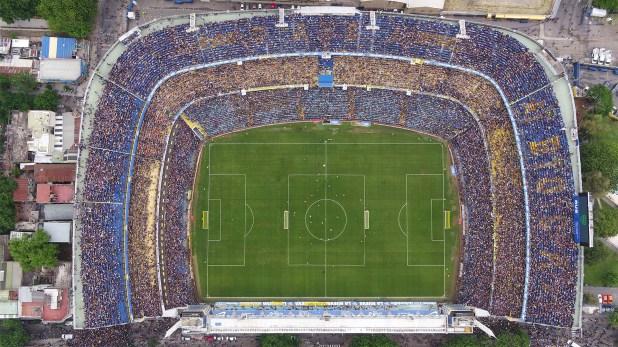 Vista aérea de la Bombonera durante un entrenamiento masivo antes de la segunda final de la Copa Libertadores entre Boca y River (Thomas Khazki)