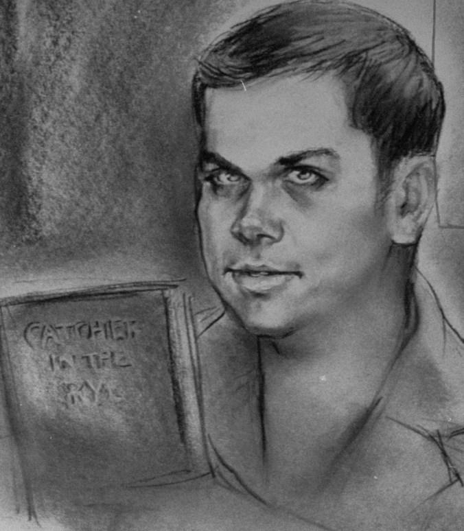 Ilustración de Mark David Chapman durante el juicio, donde siguió leyendo el clásico de Salinger