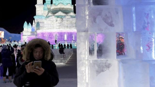 La tecnología que se emplea para la elaboración de las esculturas es muy variada, y va desde el moderno láser al tradicional farol de hielo