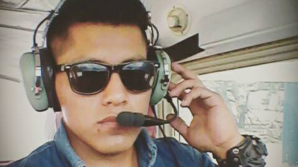 Tumiri está cumpliendo las horas de vuelo para convertirse en piloto (Facebook: Erwin Tumiri)