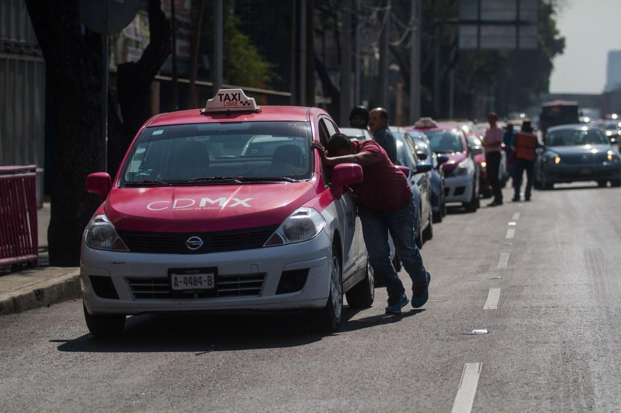Largas filas en gasolineras de la capital de México por el desabasto de combustible (Foto:Isaac Esquivel/CUARTOSCURO.COM)
