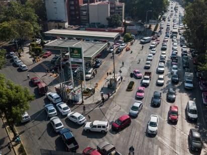 Largas filas en las gasolineras de la Ciudad de México. (Foto: Cuartoscuro)