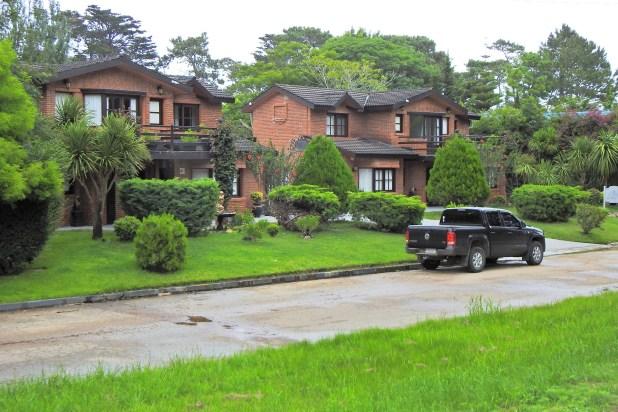 La mansión se construyó en 2004 y en 2014 fue vendida a un magnate brasileño en 1,4 millones de dólares, una cifra muy por debajo de los valores estimados