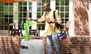Se pueden recoger los pedidos en los robots fijos o te lo pueden llevar hasta tu ubicación (Foto: PepsiCo)