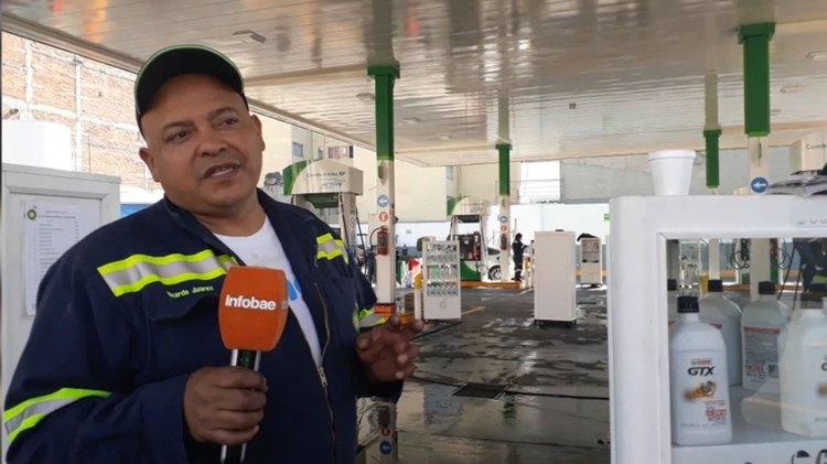 Ricardo Juárez, despachador de gasolina, afirma que ha sido afectado significativamente por el cierre de la gasolinera (Foto: Patricia Juárez / INFOBAE MÉXICO)