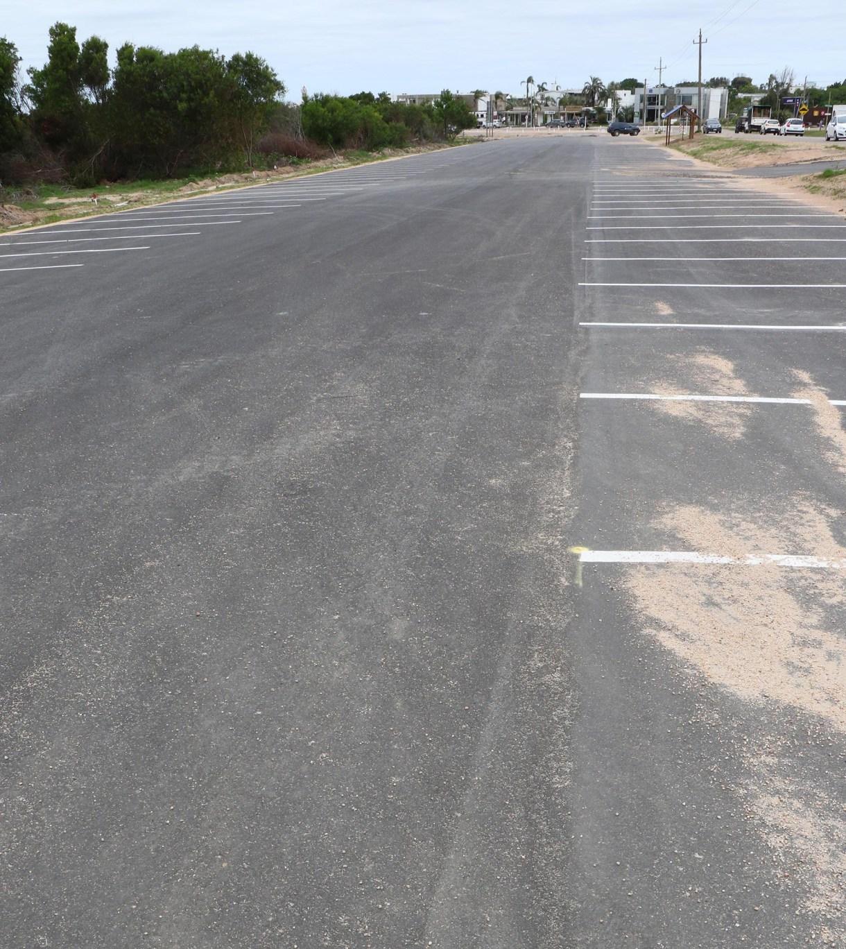 El estacionamiento se terminó de pavimentar en diciembre tras dos meses de obra. Según Diego Machado, integrante de la Liga de Fomento, la construcción atraviesa su primera etapa (Fotos Matías Souto)
