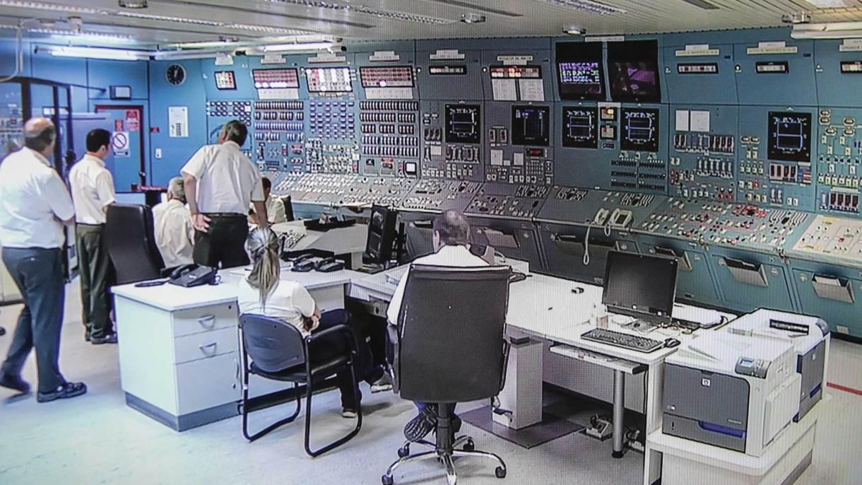 Lo que sucedía en la sala de control durante la puesta a crítico era transmitido en directo. Foto: Álvaro Corral/DEF.
