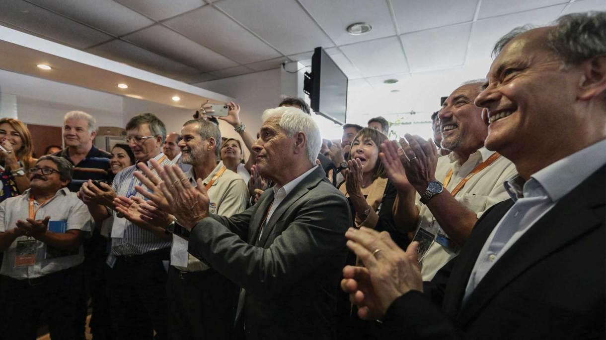 Las autoridades del sector y del gobierno nacional siguieron el minuto a minuto de la puesta a crítico del reactor. Foto: Álvaro Corral/DEF.