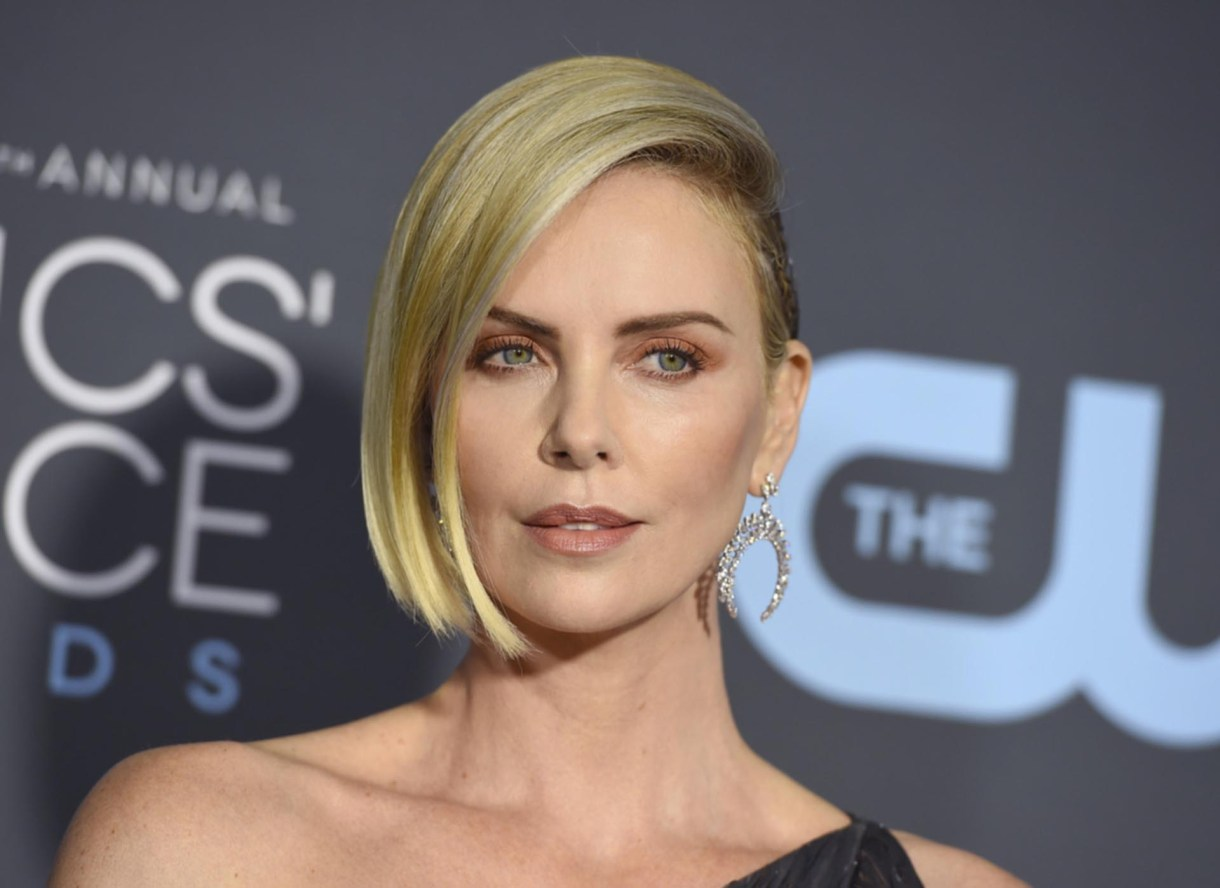 Charlize Theron, con make up nude