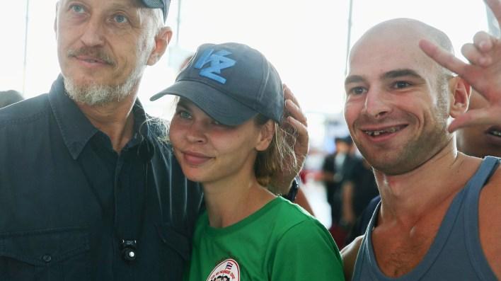 Anastasia posó con admiradores en el aeropuerto de Bangkok, Tailandia. A su llegada a Moscú, fue detenida(Reuters/Athit Perawongmetha)