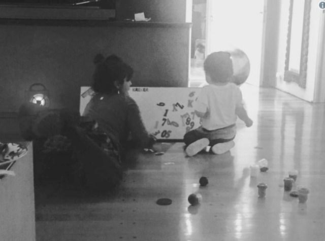 Dieguito jugando en la casa de Gianinna (Instagram)