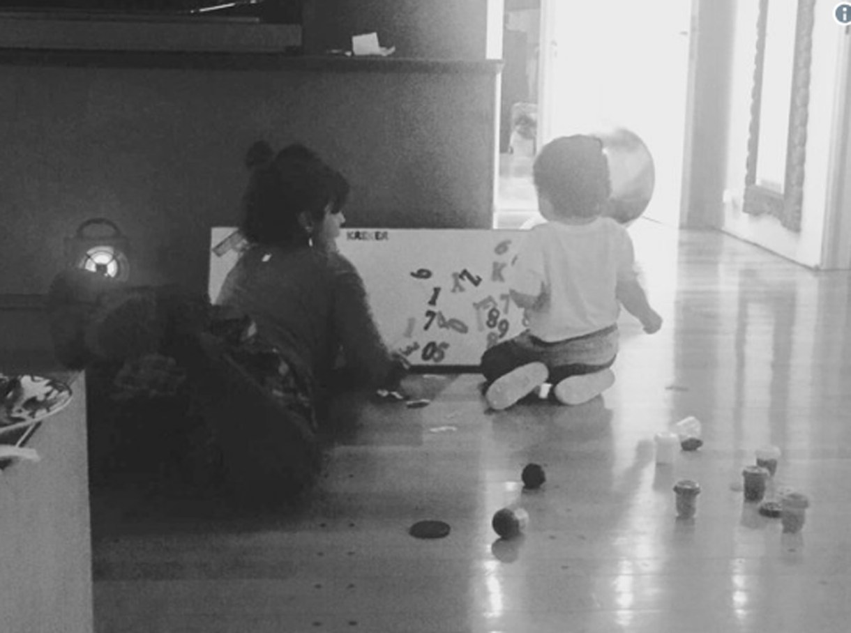 Dieguito jugando en la casa de Gianinna
