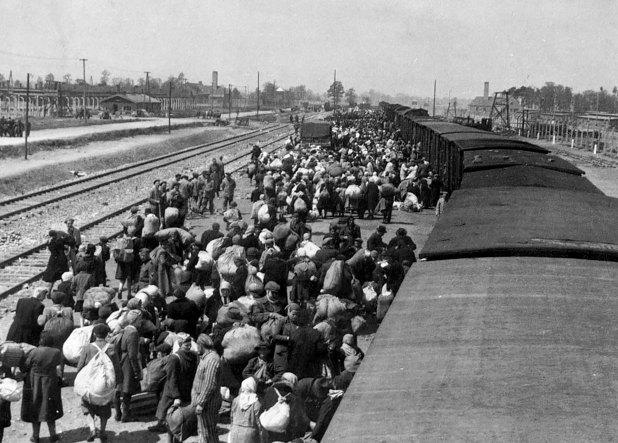 Además de los apaleos y los fusilamientos, 5 mil judíos fueron subidos a vagones de ganado, deportados a Treblinka, y gaseados hasta morir
