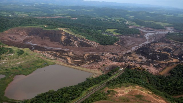 Jair Bolsonaro viajará el sábado al lugar donde cedió un dique de la minera Vale (REUTERS/Washington Alves)