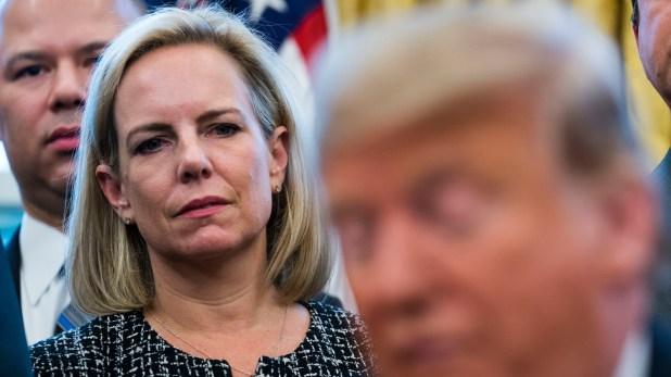 Kirstjen Nielsen, la secretaria de Seguridad Nacional, anunció la política para restringir el acceso a solicitantes de asilo en diciembre (Credit Doug Mills/The New York Times)
