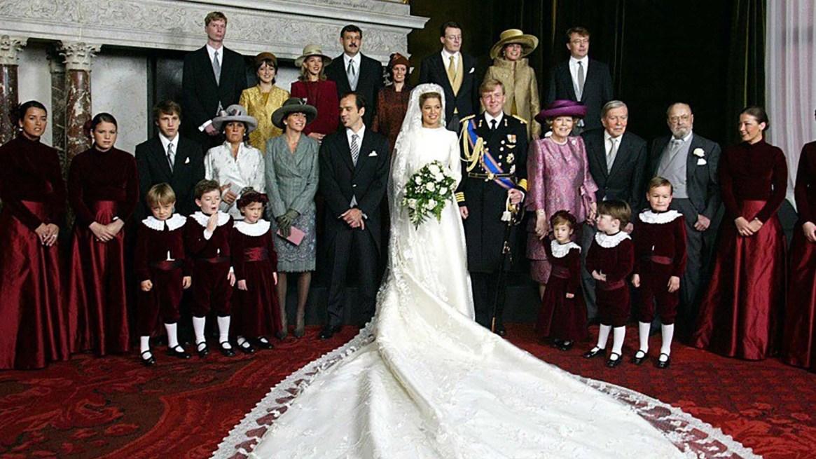 La foto oficial de la boda. El vestido de Máxima diseño de Valentino, era de seda natural con 5 metros de velo de tul de seda (KOEN SUYK/AFP/Getty Images)