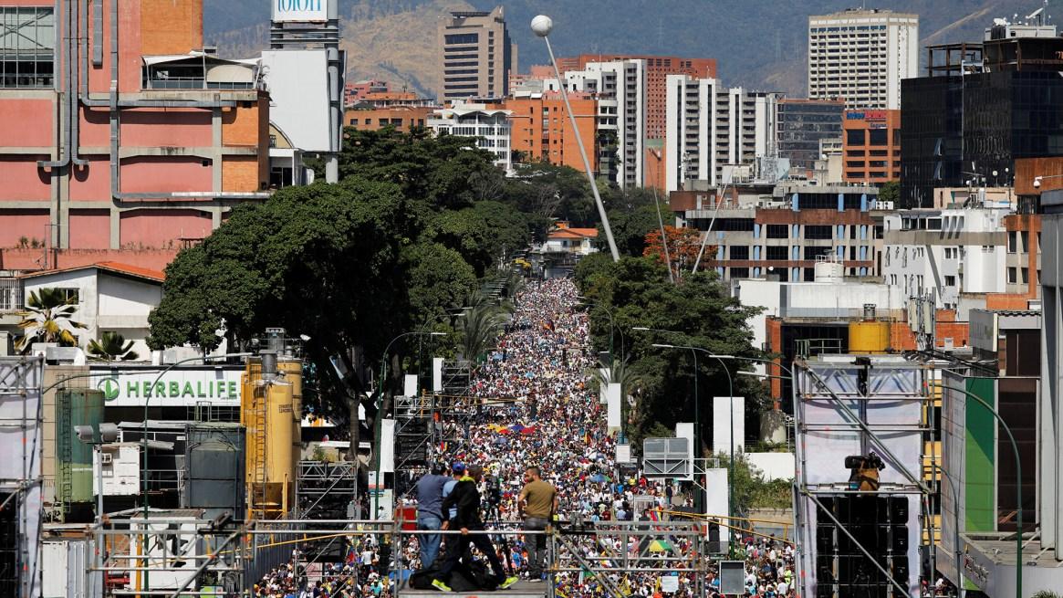 Masivs manifestaciones en Caracas en favor de Guaidó (REUTERS/Carlos Barria)