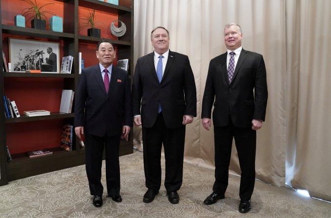 Mike Pompeo, Kim Yong Chol y Stephen Biegun en Washington el 18 de enero 2019. (REUTERS/Joshua Roberts)
