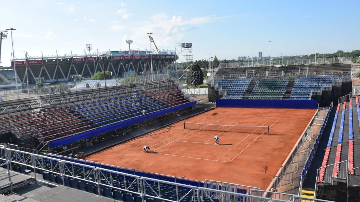 El estadio de polvo de ladrillo que se montó (Foto: ATP)