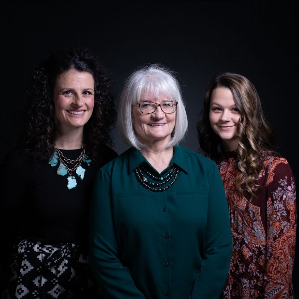 Debra Bissell, Heather Armstrong, y Madison Armstrong