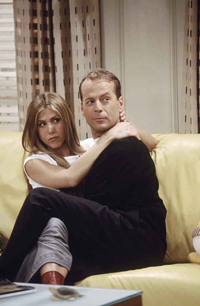En la sexta temporada de Friends Bruce Willis interpretó- durante unos episodios -al padre de una novia de Ross, y luego termina teniendo un affaire con Rachel