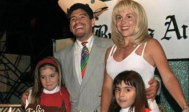 Diego Maradona, Claudia Villafañe, Dalma y Gianinna (Foto: AFP)