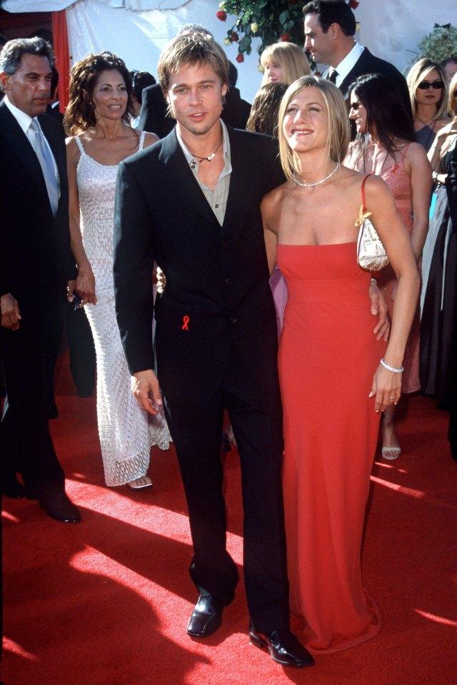 Brad Pitt y Jennifer Anistonen los Emmy Awards en 2000