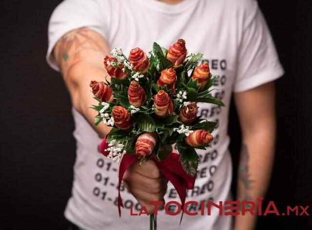 Así lucen los ramos de tocino que simulan ser capullos de rosas (Foto: La tocinería)