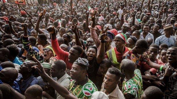 Un grupo de personas reunidas en un mitín opositor (AFP)