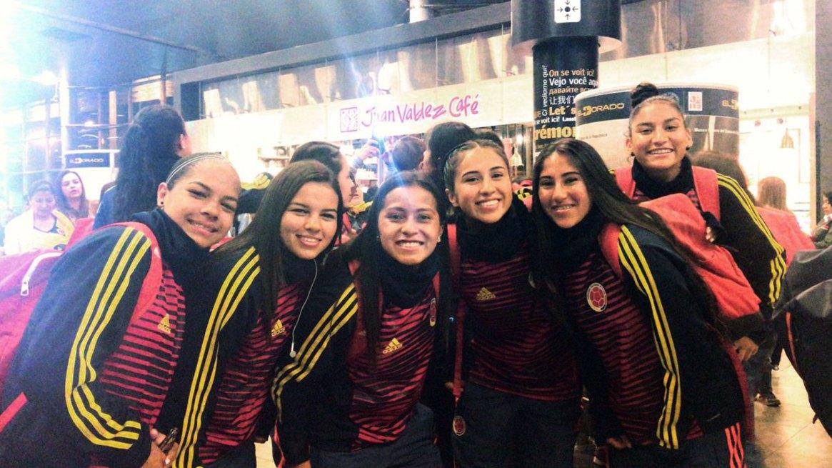 Varios futbolistas colombianos apoyaron a sus pares en las redes sociales (@FCFSeleccionCol)